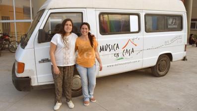 Video: Dos mujeres llevan música e imágenes por todo el país en su motorhome
