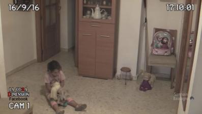 Video: un padre filmó a los espíritus que atormentan a su hija