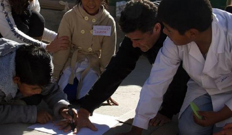 Julián Weich solidario? Visitó mision benefica en Cafayate